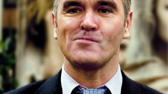 """Morrissey apresenta o single """"Bobby, Don't You Think They Know?"""""""