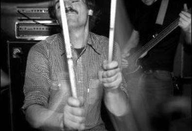 Jerry Fuchs, ex-baterista do !!!, morre em acidente