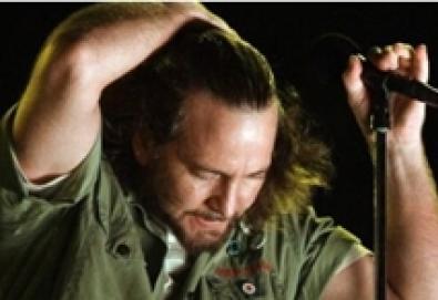 Eddie Vedder lança DVD ao vivo com suas músicas e faixas do Pearl Jam; DVD foi co-produzido por baterista do Fugazi