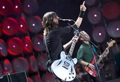 Foo Fighters anuncia álbum de versões; Hüsker Dü, Ramones e Paul McCartney são alguns dos homenageados