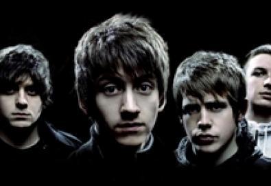 "Arctic Monkeys apresenta faixas inéditas em ""Cornerstone"""
