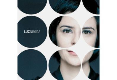 Fernanda Takai lança Luz Negra, trabalho em CD e DVD