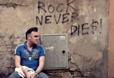 Morrissey reedita single com faixas inéditas e anuncia nova coletânea