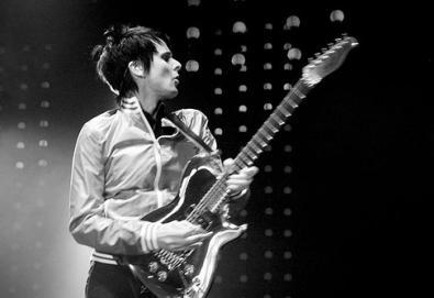 Muse coloca duas músicas na lista de melhores riffs do século; QOTSA, Killers e White Stripes também são lembrados