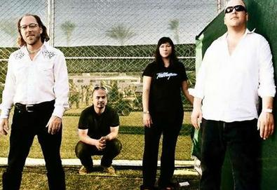 Em homenagem a mineiros resgatados, Pixies faz show com 33 músicas no Chile