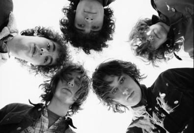 Próximo álbum dos Strokes não sairá neste ano, garante Julian Casablancas