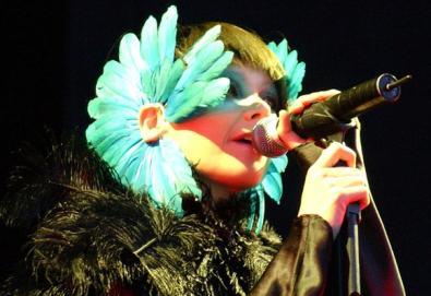 Björk anuncia nova música e projeto multimídia
