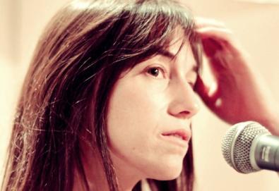 """Charlotte Gainsbourg retorna com álbum duplo e EP; ouça aqui a faixa """"White Telephone"""""""