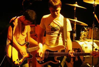 The Cribs quer trabalhar com produtor do Queen e David Bowie no próximo disco