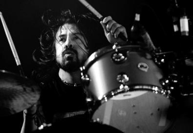 Dave Grohl e Eddie Vedder se apresentam junto com Mike Watt em Seattle; assista o vídeo