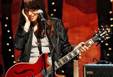 """Feist participa de homenagem ao Velvet Underground; ouça """"Femme Fatale"""" na voz da cantora canadense"""
