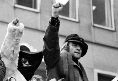 """""""John Lennon canta sobre paz porque gosta de bater em mulheres""""; confira os 30 maiores insultos da música"""