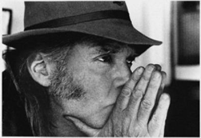 Wilco, Elvis Costello, Ben Harper, entre outros, prestam homenagem a Neil Young em DVD ao vivo