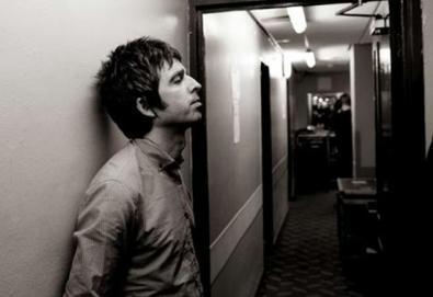 """Noel Gallagher divulga vídeo de """"If I Had A Gun"""""""