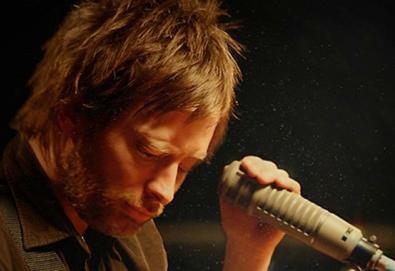 """Radiohead apresenta """"The King Of Limbs"""" ao vivo para a série """"Live From the Basement""""; assista aqui"""