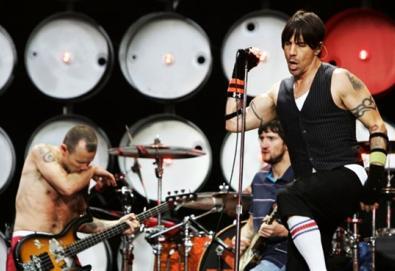 Flea fala sobre novo disco do Red Hot, a saída de John Frusciante e sua relação com a música