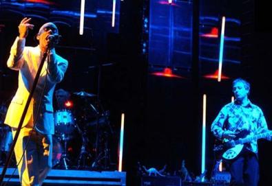 """Último single do R.E.M. ganha duas versões em vídeo; veja """"We All Go Back to Where We Belong"""""""