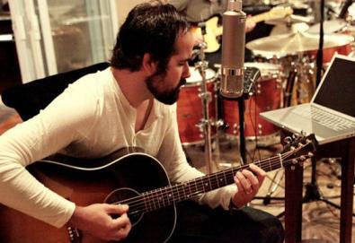 "Baterista do The Killers disponibiliza novo single; ouça aqui ""Getaways"""