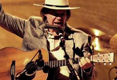 Neil Young volta a gravar com o Crazy Horse