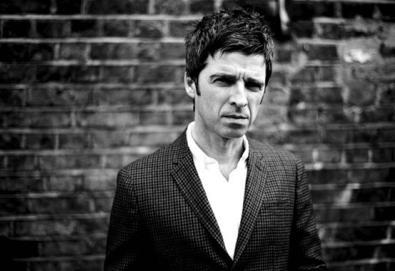 """Ouça a primeira faixa de Noel Gallagher e Amorphous Androgynous: """"Shoot A Hole Into The Sun"""""""