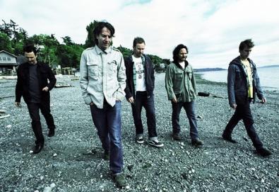 Pearl Jam faz surpresa para irmão de fã falecido há 20 anos