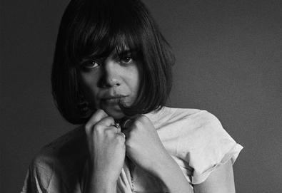 "Bat For Lashes lança novo álbum - veja capa + vídeo do primeiro single: ""Laura"""