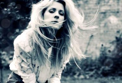 Novo vídeo de Ellie Goulding traz fotos dos fãs feitas no Instagram