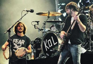 Líder do Pearl Jam canta com Kings Of Leon; veja aqui