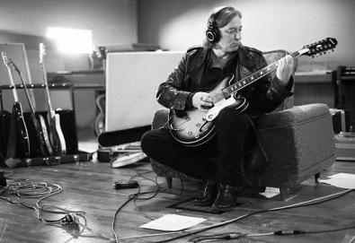 O ex-R.E.M. Peter Buck lança o seu primeiro álbum solo