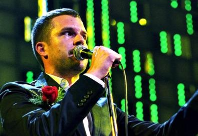 """The Killers faz cover de """"Don't Look Back in Anger"""" do Oasis no V Festival"""