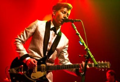 "Arctic Monkeys apresenta música inédita em show na Califórnia; ouça ""Do I Wanna Know?"""