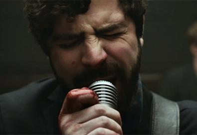 "Foals divulga vídeo brutal de ""Late Night"""