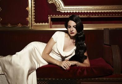 "Lana Del Rey estreia vídeo de ""Young and Beautiful"""