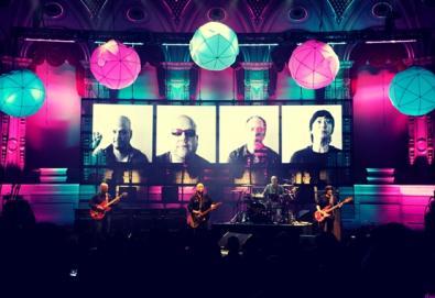 Kim Deal abandona os Pixies