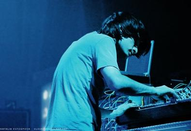 Jonny Greenwood, guitarrista do Radiohead, disponibiliza novo álbum para audição