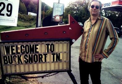 Peter Buck, guitarrista do R.E.M., prepara seu primeiro trabalho solo