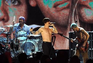 Red Hot Chili Peppers prepara EP de versões; Ramones, Stooges, Bowie e Neil Young são alguns dos artistas escolhidos