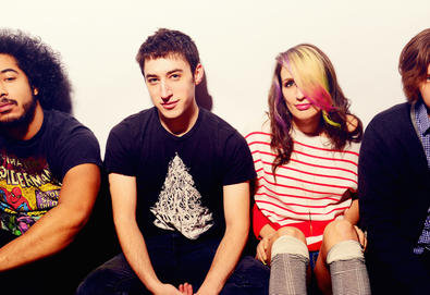 "Speedy Ortiz faz cover de ""Hanging Around"", música do The Cardigans"