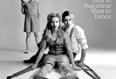 Ouça o novo álbum do Belle and Sebastian - 'Girls In Peacetime Want to Dance'