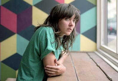 "Courtney Barnett faz versão de ""Redondo Beach"" de Patti Smith"