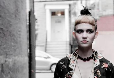 """Grimes lança vídeo da música """"Kill V. Maim"""""""