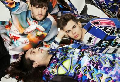 "Klaxons remixado por Tom Rowlands (Chemical Brothers); ouça ""Love Frequency"""