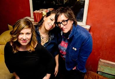 "Luscious Jackson retorna após 14 anos; ouça ""Show Us What You Got"""