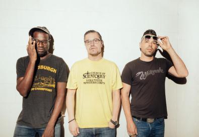 Nevermen, supergrupo formado por Mike Patton e Tunde Adebimpe, lança primeira música