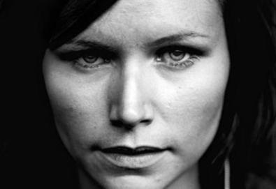 Nina Persson, vocalista do Cardigans, lança primeiro disco solo