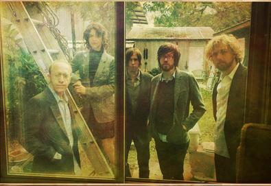 """Okkervil River compartilha nova canção de seu próximo álbum - Veja vídeo de """"The Industry"""""""