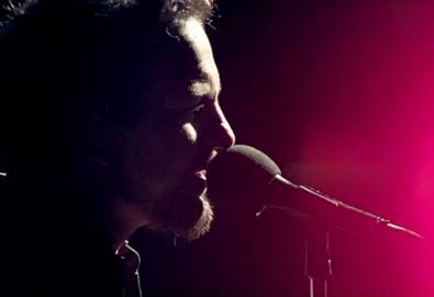 "Pearl Jam lança vídeo de ""Sirens"""