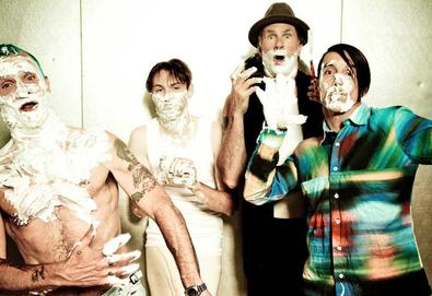 "Red Hot Chili Peppers compartilha uma nova música - ""We Turn Red"" - do novo álbum"