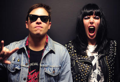 "Sleigh Bells lança videoclipe de ""It's Just Us Now"", música do novo álbum"