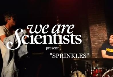 "Novo vídeo do We Are Scientists: ""Sprinkles"""